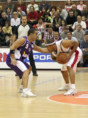Maurice Whitfield (right - CEZ Nymburk) and Avi Soucar (Ironi Iscar Nahariya)